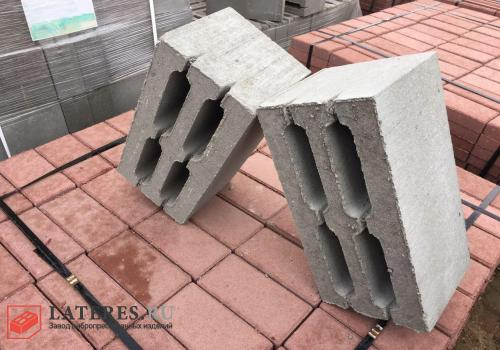 Блок 200×200×400 М150 четырехщелевой
