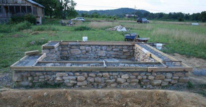 Бутобетонный фундамент для небольшой постройки