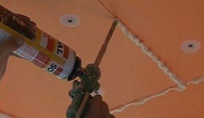 Чем приклеить пеноплекс к потолку из бетона?