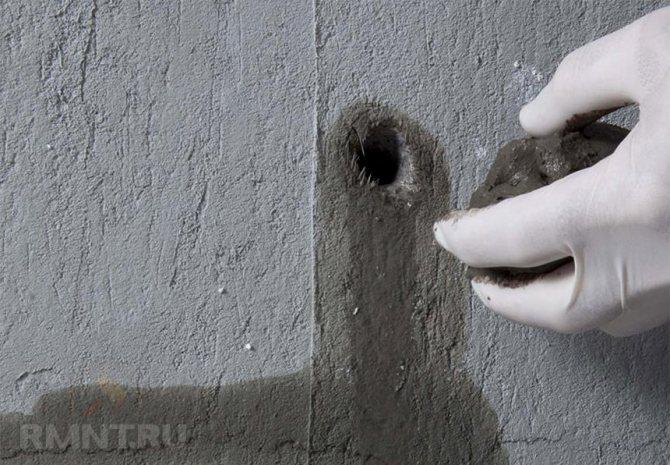 Чем заделать щели в бетоне от воды