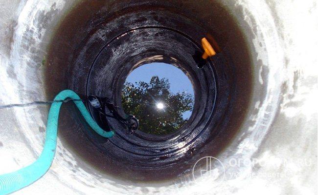 Чистка с помощью фекального насоса занимаем меньше времени, так как он практически не забивается песком и мусором