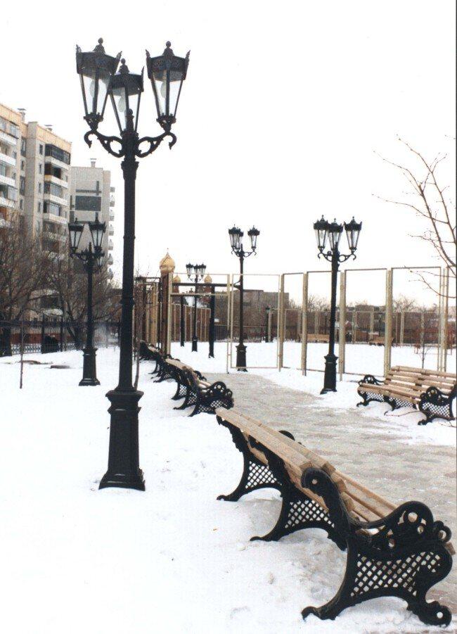 Декоративные столбы освещения на улице