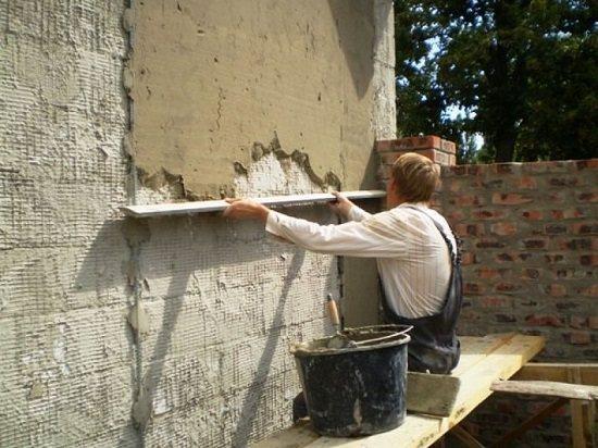 Декорирование фасада дома цементно-песчаной штукатуркой