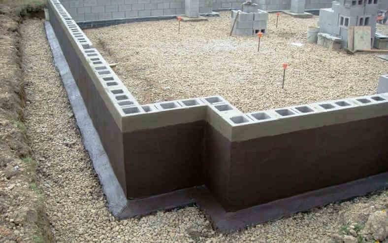 Дешевый сборный ленточный фундамент из бетонных блоков для дома с подвалом