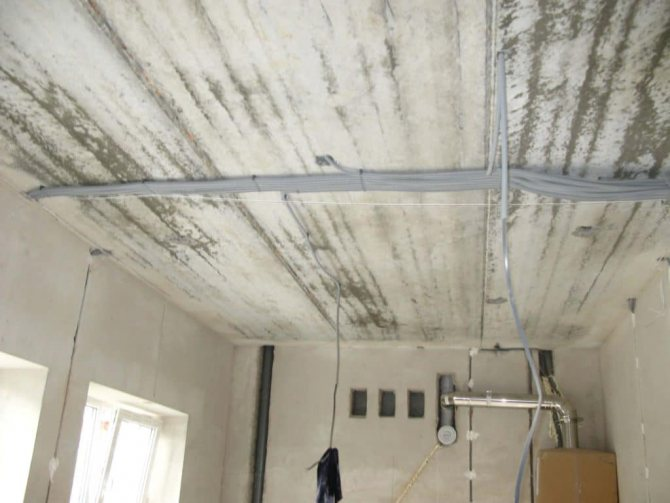 электропроводка в полу или по потолку