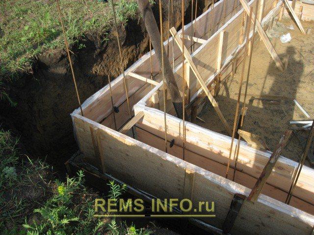 Фото 5 – опалубка стен фундамента.