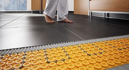 Фото — Водяной тёплый пол на подложке с бобышками