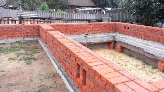 Фундамент под кирпичный дом - ленточный, монолитный, плитный, инструкция, советы каменщиков
