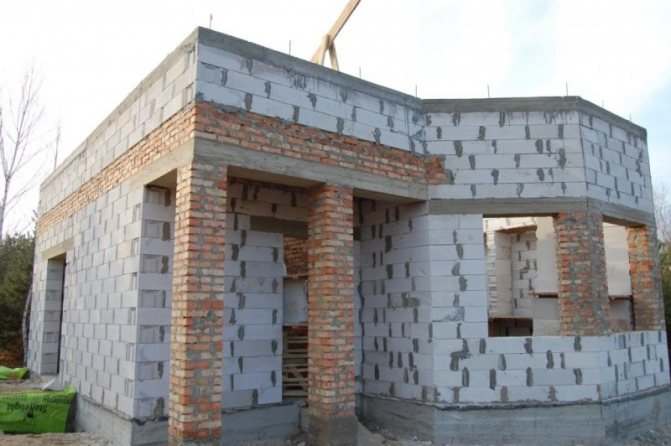 Гидроизоляция стен из газобетона - цены на услуги по монтажу отсечной (горизонтальной) гидроизоляции газобетонных стен частного дома