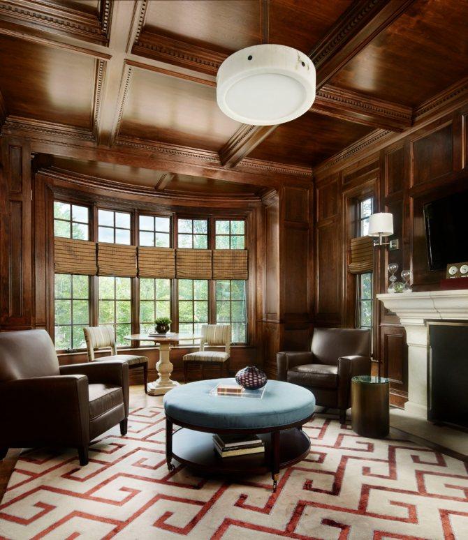 Гостиная в родовом имении с кессонным потолком