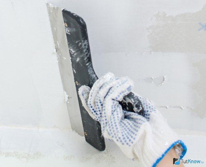 идея применения шпаклевки стен под обои в ремонте комнаты