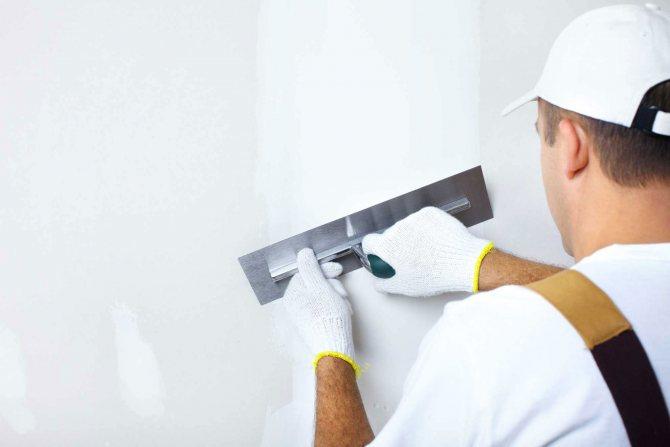 идея применения шпаклевки стен под обои в ремонте квартиры