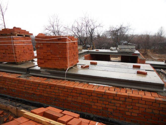 Использование плит перекрытия при строительстве многоэтажного дома.