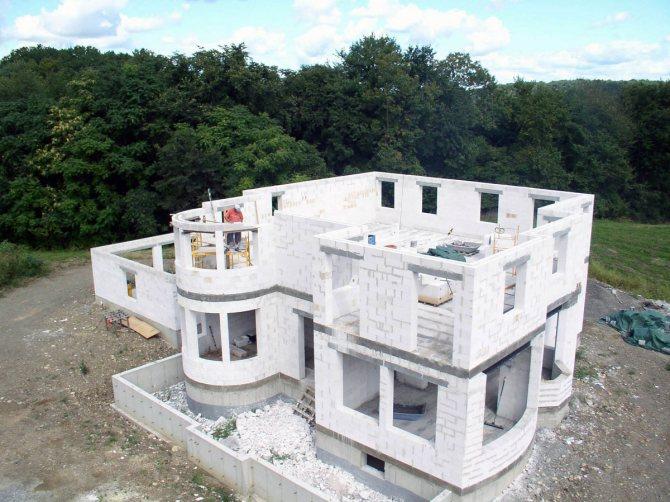 Из газосиликатного блока Верхан Старый Оскол легко строить самые сложные архитектурные конструкции, поэтому наш газосиликатный блок можно применять для самых смелых дизайнерских решений в строительстве