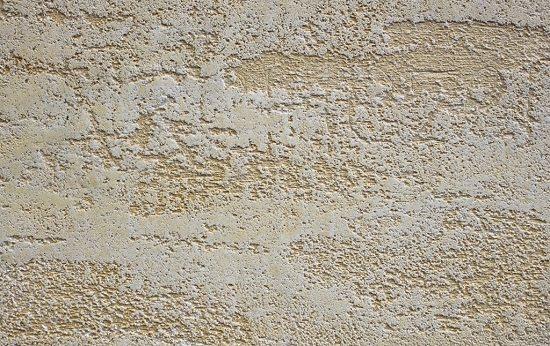 Известковая штукатурка на стене