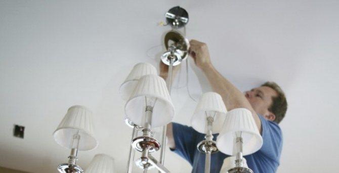 как повесить люстру на бетонный потолок