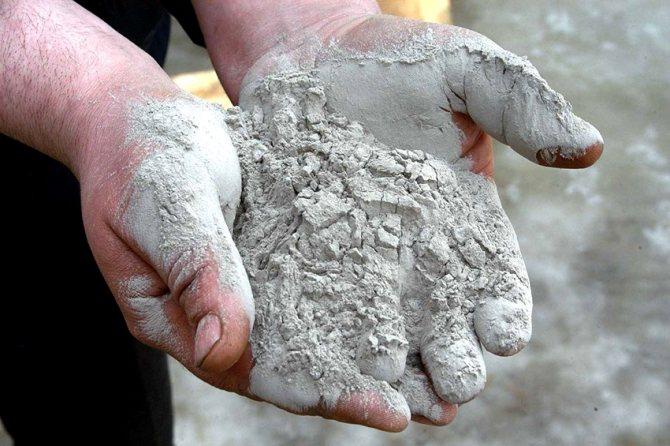 Как правило, для приготовления раствора берут 10 частей бетона и 1 часть растворимого стекла