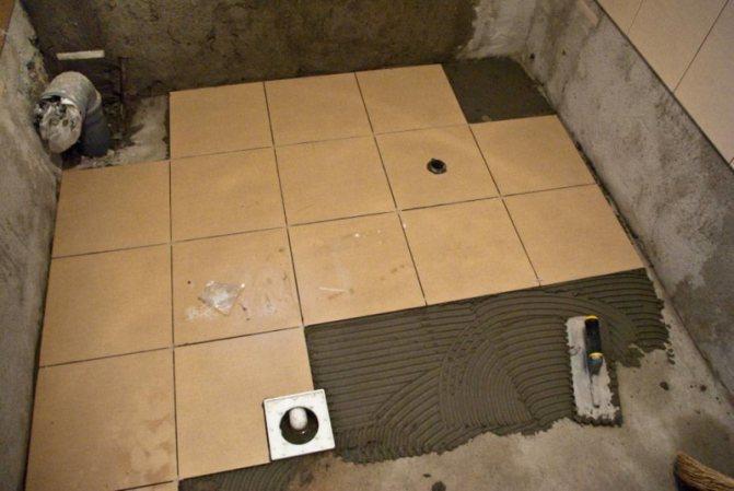 Как выровнять пол под плитку: укладка неровная и выравнивание наливное, плиточный клей класть и положить, стяжка