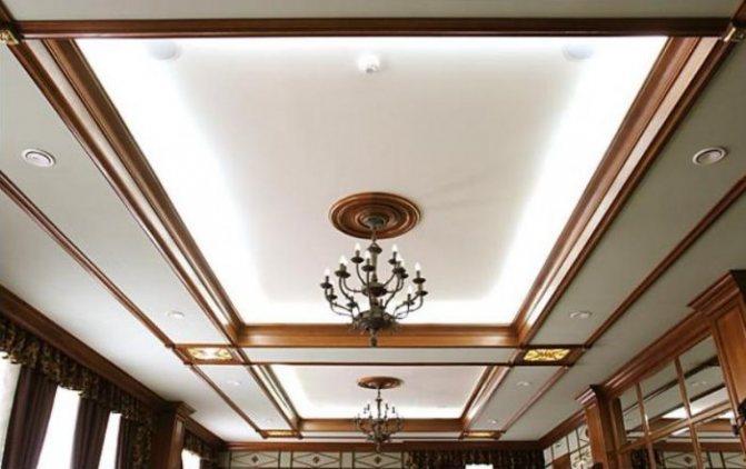 Кессонный потолок из гипсокартона и дерева