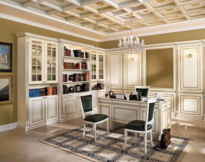 Кессонный потолок в кабинете