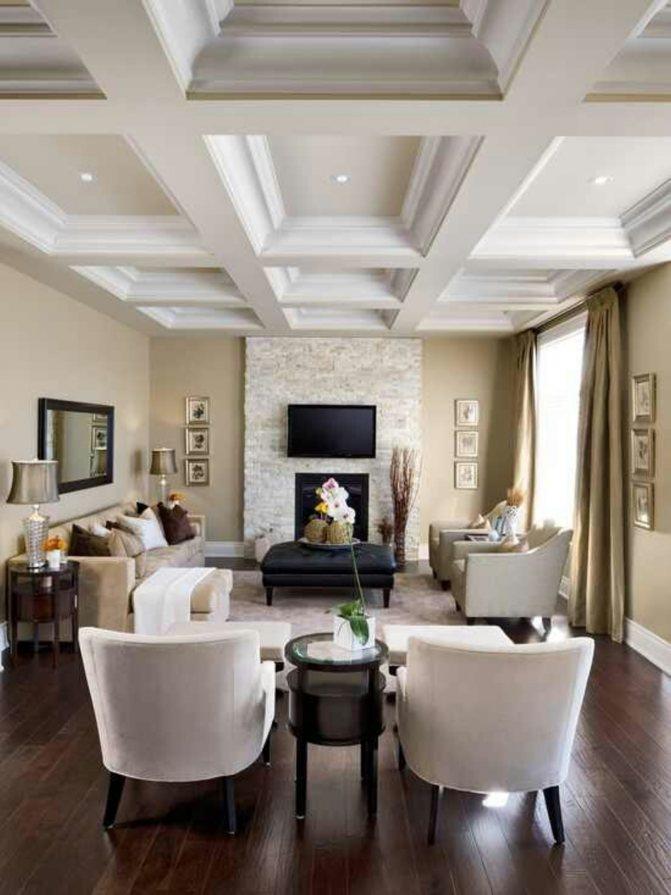 Кессонный потолок в узкой комнате