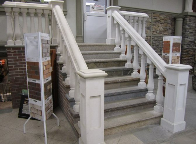Крыльцо с бетонными перилами