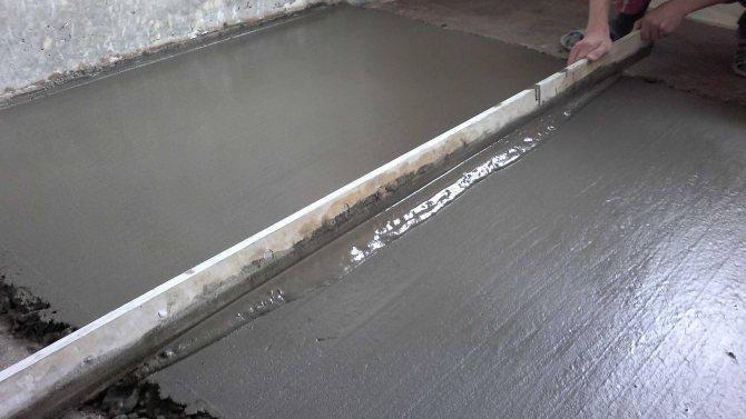 монтаж цементного пола с упрочненным верхним слоем в доме