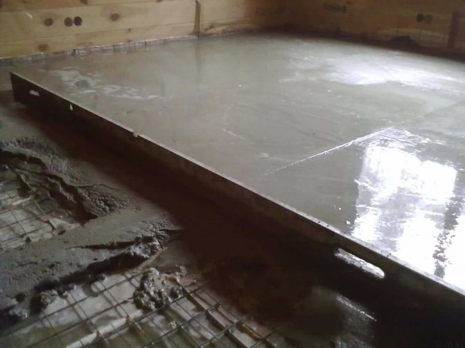 монтаж цементного пола с упрочненным верхним слоем в квартире