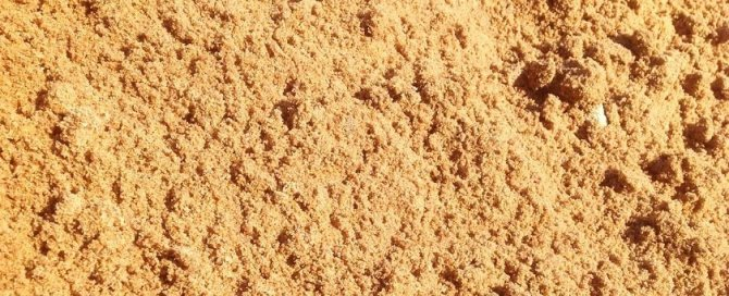 Неочищенный песок карьерный