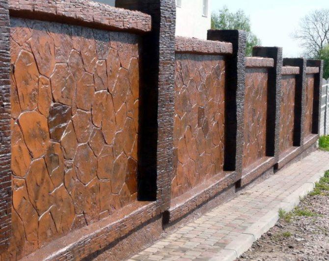 Облицовка бетонной ограды природным камнем