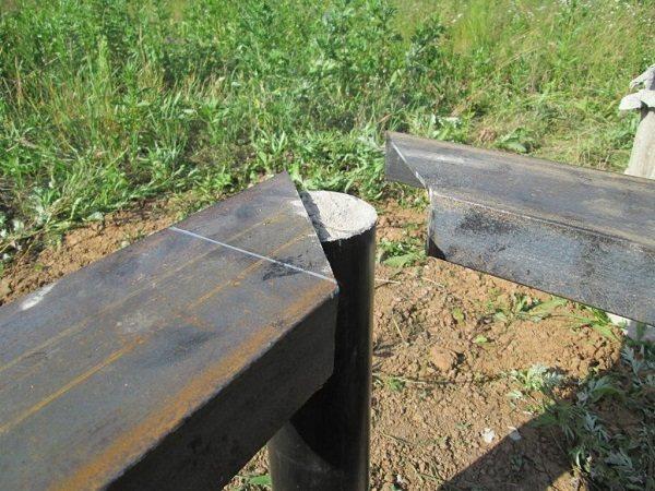 Обвязка свайно-винтового фундамента швеллером