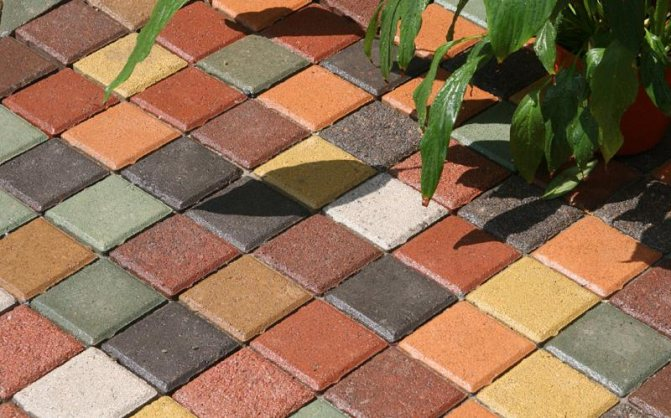 окрашенная бетонная тротуарная плитка