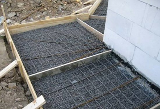 Перед бетонированием площадки