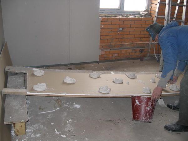 Перед тем как приступать к ремонтным работам, следует заранее приобрести все необходимые материалы и инструменты