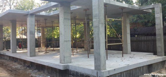 Плитный фундамент с жб столбами