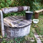 Плотная крышка надежно защищает от попадания в резервуар внешнего мусора и солнечных лучей