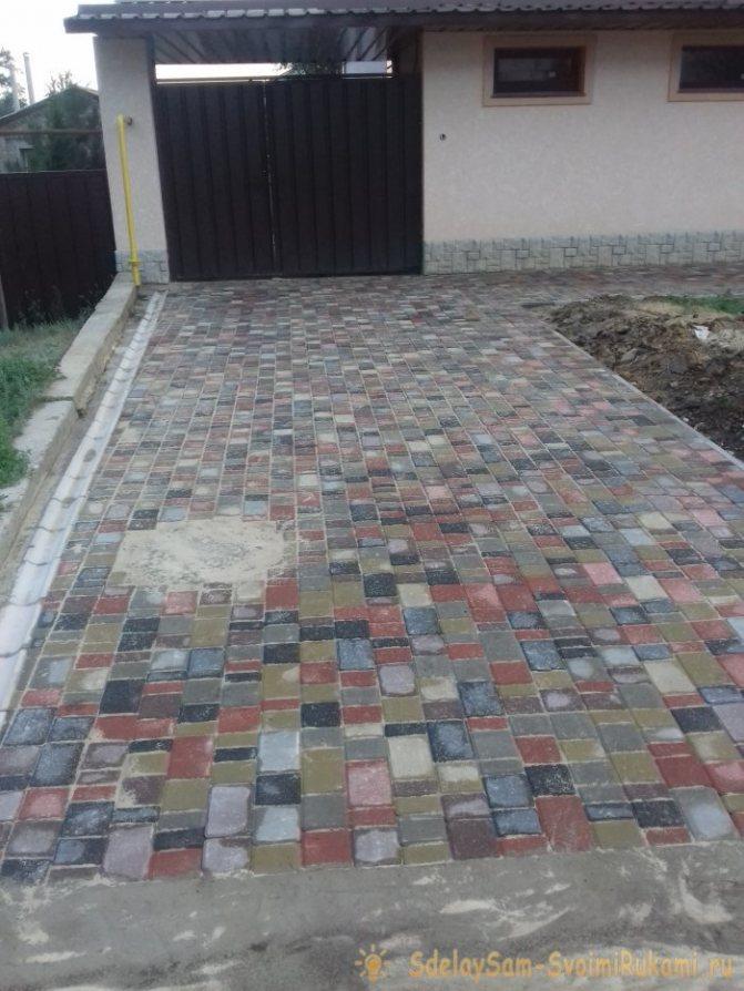 Подъезд к дому из тротуарной плитки