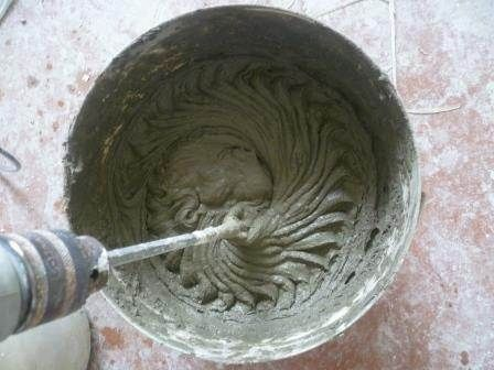 Покраска декоративного камня из бетона после наклейки на стену