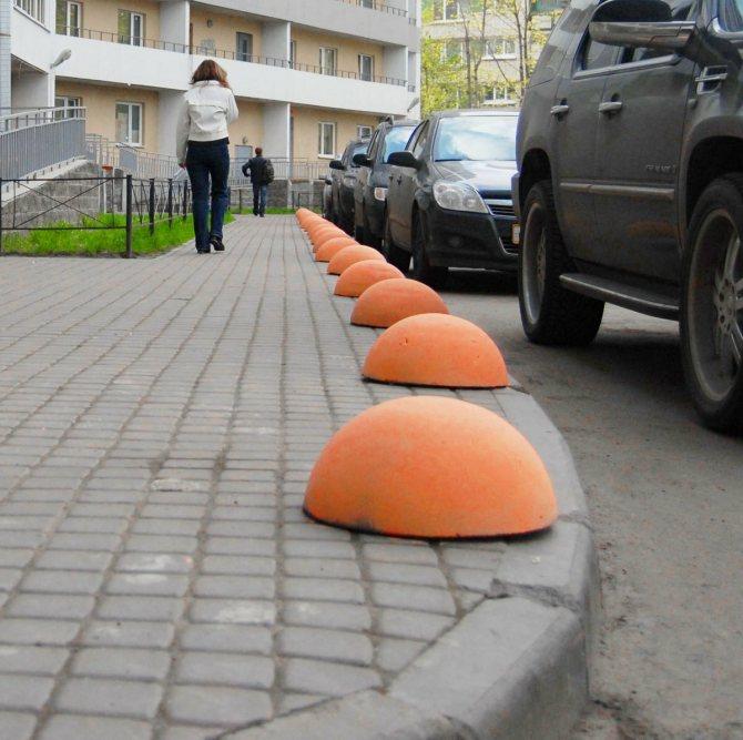 Полусферы из бетона во дворах – на законном ли это основании?
