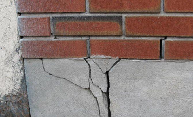 Появление трещин в фундаменте