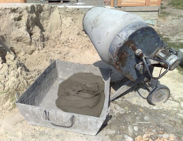 приготовление бетонной смеси для укладки тротуарной плитки