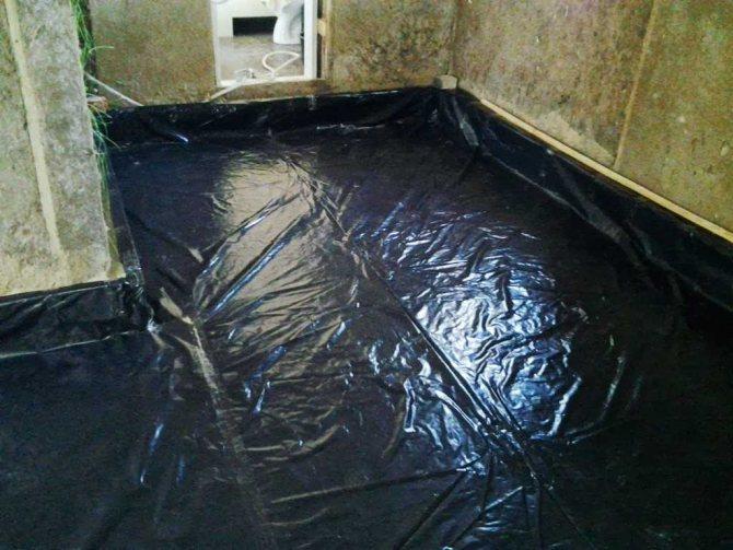 пример гидроизоляции наливного пола комнаты полимерным способом