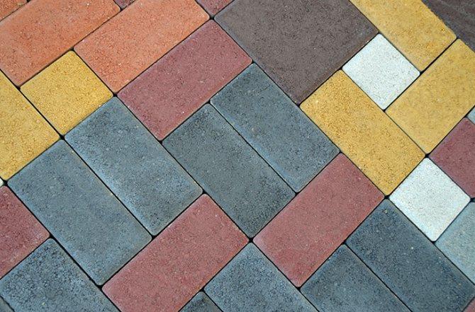 Пример кладки тротуарной плитки на бетон