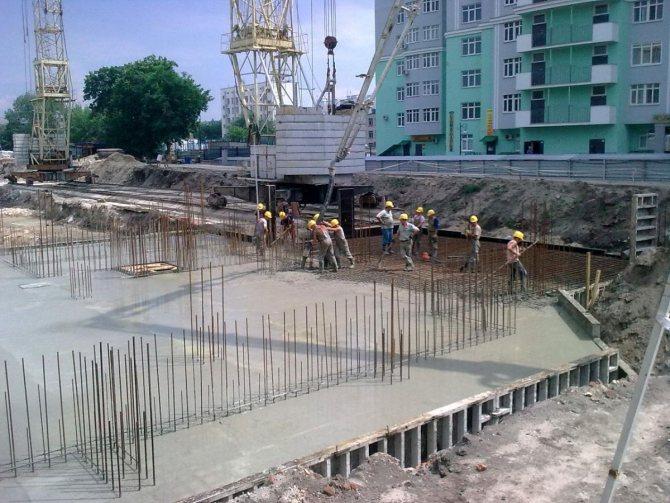 Процесс бетонирования монолитных конструкций | Синмар1