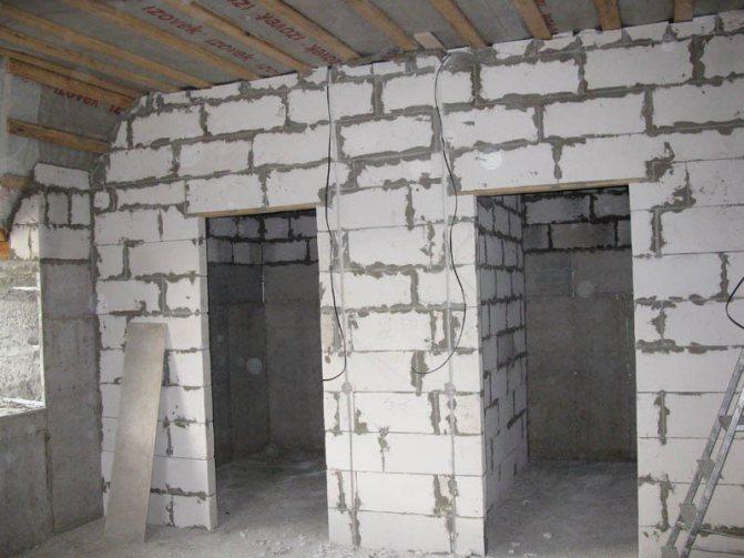 Проемы в перегородках из пустотелых блоков