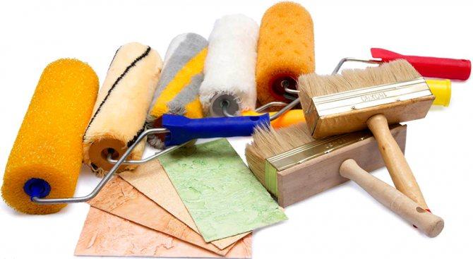 Растворимое стекло можно наносить кисточками, валиками или шпателем