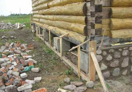 Русская банька, установленная на столбчатый фундамент