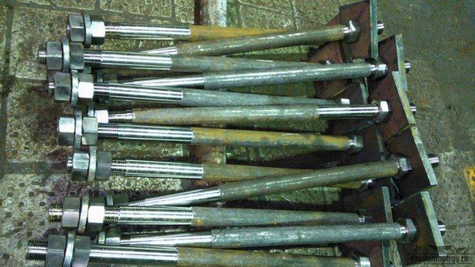 Шпильки для стяжки щитов опалубки