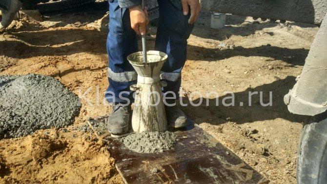 Штыкование бетонной смеси 10 раз при подвижности бетонной смеси П4 _П5