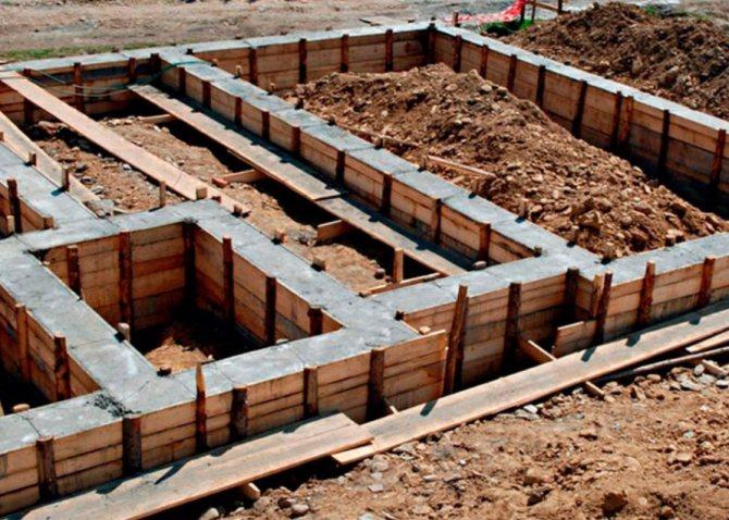 строительство фундамента в процессе